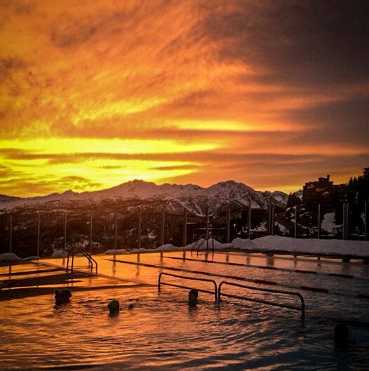 piscina-sestriere-tramonto-invernale
